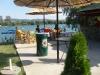 Jedan od mnogobrojnih kafića na jezeru